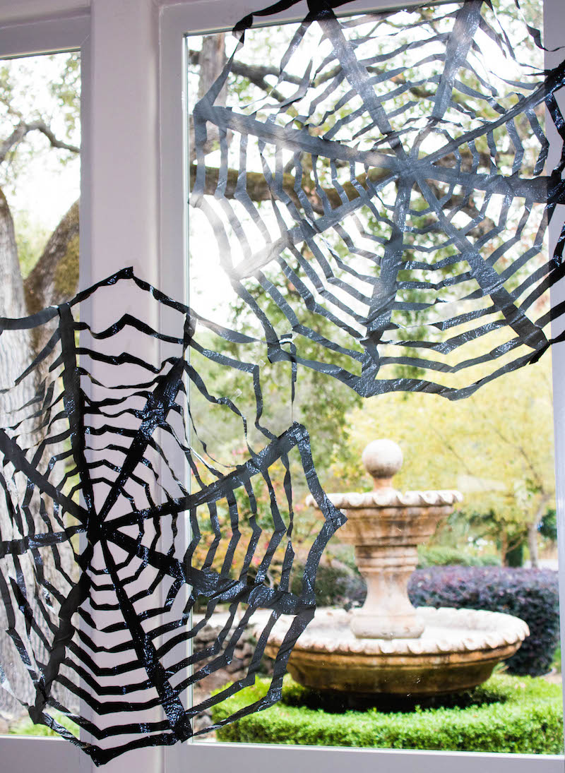diy trash bag spiderwebs cheap easy halloween decor