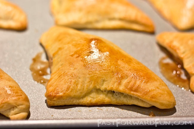 Nutella Pastry Pockets -- I can't believe how easy these are to make!! SO GOOD.